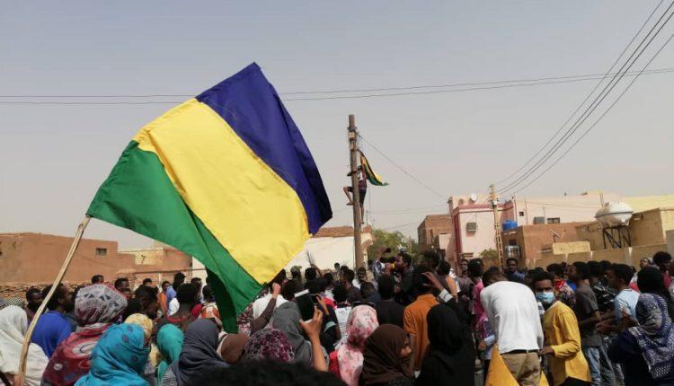 """السودان.. مجزرة في الجنينة.. والآلاف تهدر بالهتاف """"تسقط بس"""""""