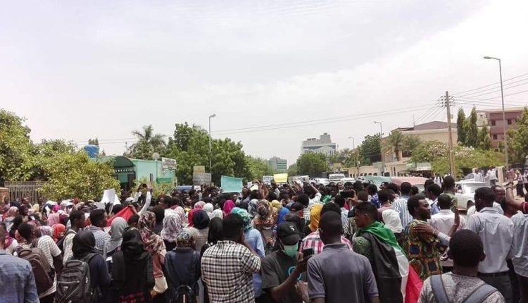 الشرطة السودانية تطلق الغاز لتفريق احتجاجات جامعة النيلين
